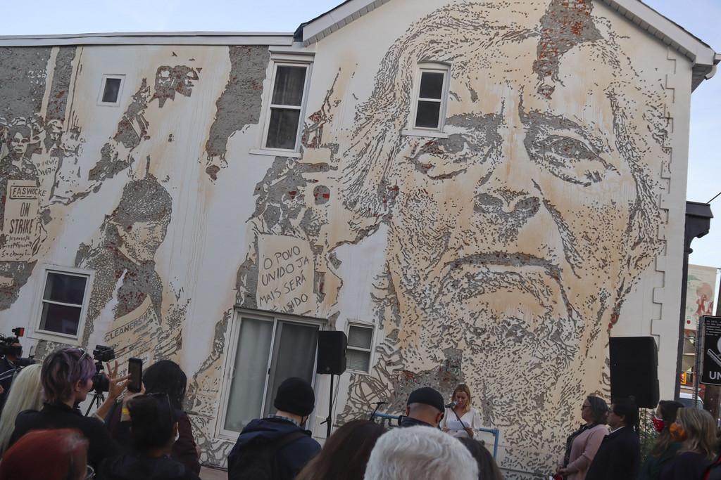 Mural de Vhils homenageia movimento sindical feminino português no Canadá